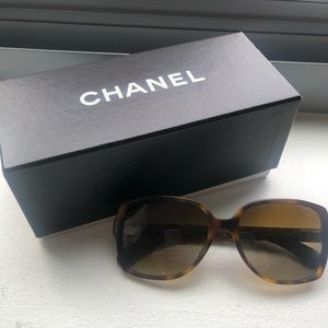 Chanel Brown Tortoise Sunglasses - Quilted CC Logo